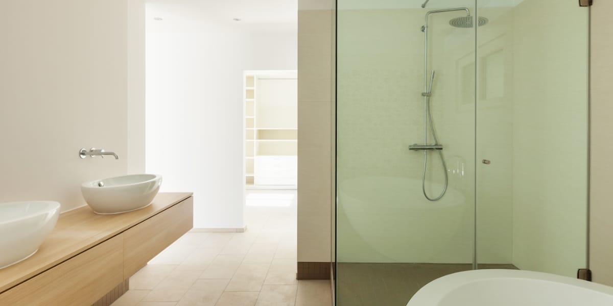 moderne badkamers met hout