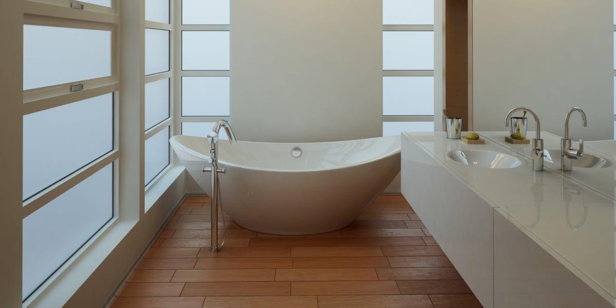 Witte badkamer met hout